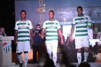 MANKENLER - Bursaspor'un Yeni Sezon Formaları Görücüye Çıktı