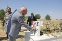 VATANSEVER - CHP'li Çakırözer'den 15 Temmuz Şehidi Fatih Dalgıç'ın Kabrine Ziyaret