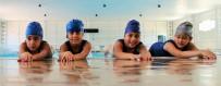 YAŞ SINIRI - Çocuklar Ve Kadınlar Yüzme Öğreniyor