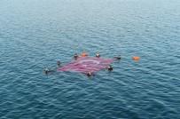 MUSTAFA KAYA - Dalgıçlar İznik Gölü'nde Türk Bayrağı Açtı
