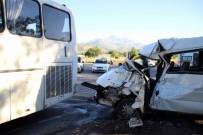 SERVİS OTOBÜSÜ - Kayseri'de Trafik Kazası Açıklaması 6 Yaralı