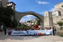 ALPERENLER - Mostar Köprüsü Önünde '15 Temmuz'u Unutma, Unutturma' Pankartı Açtılar