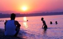 HAVA SICAKLIĞI - Antalya'da Gece İle Gündüz Birbirine Girdi