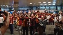 FLORYA - Atatürk Havaalanı'nda Galatasaray Yönetimine Protesto