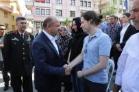 MILLI SAVUNMA BAKANı - Bakan Işık, 15 Temmuz'un İlk Asker Şehidinin Ailesini Ziyaret Etti
