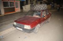 ÇEKIM - Cizre'de İş Makinesi Lastiği Taşıyan Otomobil İlginç Görüntü Oluşturdu