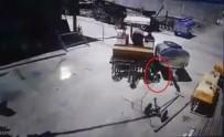 SALAR - Traktörün Tamirciyi Ezmesi Kamerada