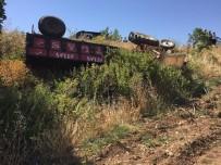 ADıYAMAN ÜNIVERSITESI - Traktör Şarampole Yuvarlandı