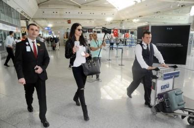 Adriana Lima ülkeyi terk etti!