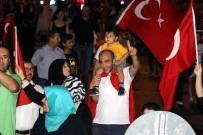 AKDENIZ ÜNIVERSITESI - Antalya'da On Binler Demokrasi Nöbeti İçin Meydanları Doldurdu