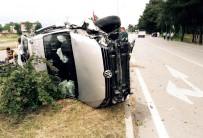 SAKARLı - Araç Yan Yattı Açıklaması 6 Yaralı