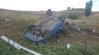 YAĞIŞLI HAVA - Başkent'te Trafik Kazası Açıklaması 3 Yaralı