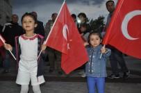 İLKOKUL ÖĞRENCİSİ - Binlerce Karslı Demokrasi Nöbetinde