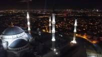EYÜP SULTAN CAMİİ - Çamlıca Camii Ve Eyüp Sultan Camii Sela Okunurken Havadan Görüntülendi