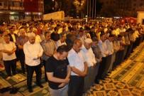 SABAH NAMAZı - Demokrasi Nöbeti Tutan Vatandaşlar Meydanlarda Namaz Kıldı