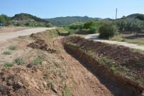 DERE YATAĞI - Dereköy Mahalesinde Dere Islah Çalışmasına Başlandı