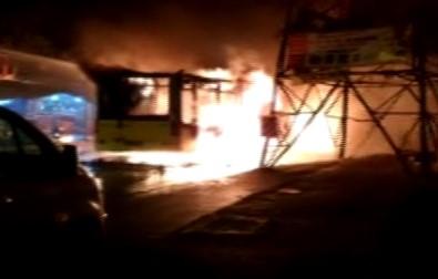 Belediye otobüsünü durdurup ateşe verdiler!