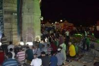 SABAH NAMAZı - İzmirliler Demokrasi Nöbeti Sonrası Sabah Namazında Buluştu