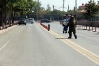 GENÇ KIZ - Konya'da Fünyeyle Patlatılan Şüpheli Çantadan Kıyafet Çıktı