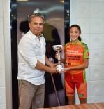 AMATÖR - Minik Triatloncular Şampiyonluk Kupasını Başkana Hediye Etti.