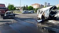 SEBZE YÜKLÜ KAMYON - Sebze Yüklü Kamyon Işıkta Bekleyen Araçlara Çarptı Açıklaması 1 Ölü, 5 Yaralı