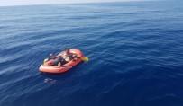 İNSAN KAÇAKÇILARI - Tek Kişilik Lastik Botu Kürekleriyle Çekip Yunanistan'a Gitmeyi Hedefliyordu