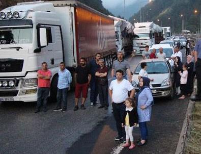 TEM'de trafik durdu! Böyle beklediler
