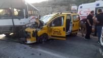 SERBEST BÖLGE - Ticari Taksi Otobüsle Çarpıştı Açıklaması 6 Yaralı