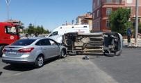 ALPARSLAN TÜRKEŞ - Karaman'da Otomobille Hafif Ticari Araç Çarpıştı Açıklaması 3 Yaralı