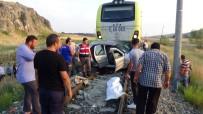 ULUKÖY - Raybüsle Otomobil Çarpıştı Açıklaması 1 Ölü, 3 Yaralı