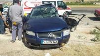 ADıYAMAN ÜNIVERSITESI - Adıyaman'da Otomobil İle Minibüs Çarpıştı Açıklaması 1 Ölü, 6 Yaralı