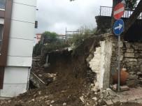 İSTİNAT DUVARI - Aşırı Yağışa Dayanamayan İstinat Duvarı Çöktü