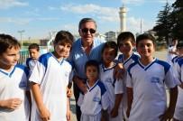 OKULLAR HAYAT OLSUN - Başkan Çetin Binlerce Çocuğa Spor Malzemesi Hediye Etti