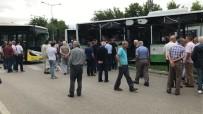 BELEDIYE OTOBÜSÜ - Bursa'da Yolcu Otobüsleri Çarpıştı Açıklaması 4 Yaralı