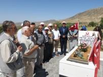 KAHRAMAN POLİS - Huzurevi Sakinleri, Kahraman Şehidin Kabrini Ziyaret Etti