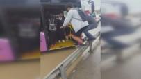 SAĞANAK YAĞMUR - Otobüse Bariyerlerden Atlayarak Bindiler