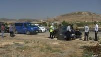 ADıYAMAN ÜNIVERSITESI - Otomobil İle Minibüs Çarpıştı Açıklaması 1 Ölü, 6 Yaralı
