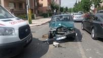 AMBULANS ŞOFÖRÜ - Otomobille Ambulansa Çarpan Alkolü Şahıslar Sağlık Görevlilerini Darp Etti