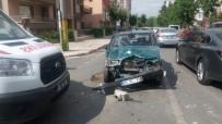 AMBULANS ŞOFÖRÜ - Otomobille Ambulansa Çarpıp Sağlık Görevlilerini Darp Ettiler
