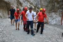 MUSTAFA EREN - Saklıkent Kanyonu'da Düşen Tatilci Kurtarıldı