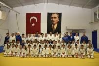 YUNUSEMRE - Başkan Çerçi'den Başarılı Sporculara Ziyaret