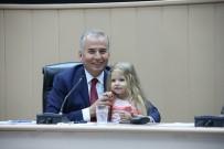 OSMAN ZOLAN - Başkan Osman Zolan'a Minik Elif Ada Sürprizi