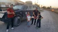 BAKIŞ AÇISI - Bulanık Polisi Çocuklara Çikolata Dağıttı