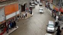 OTOBÜS DURAĞI - Çorum'da Aniden Bastıran Yağış Hayatı Olumsuz Etkiledi
