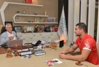 HAKAN AKKAYA - Dünya Şampiyonu Akkaya Nilüfer'in Gururu Oldu