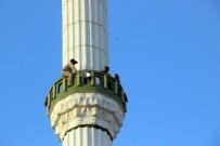 SıĞıNMA - Eşi ve çocukları eve dönsün diye minareye çıktı!