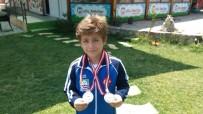 SAYGI DURUŞU - Foçalı Minik Karatecinin Çifte Madalya Sevinci