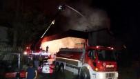 GÜVENLİK GÖREVLİSİ - Gaziantep'te İş Yeri Yangını Açıklaması 3 İtfaiyeci Yaralandı