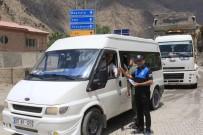 TRAFİK KURALLARI - Hakkari'de Sürücüler Bilgilendiriliyor
