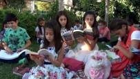 MEDINE - Kitap Okumak İçin Her Gün Parkta Buluşuyorlar